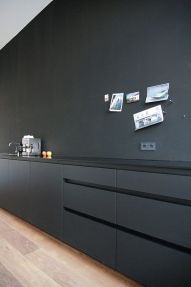 black and minimal kitchen