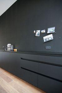black and minimal kitchen